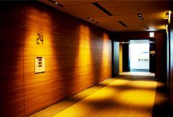 エントランスに続く24Fのエレベーターホール